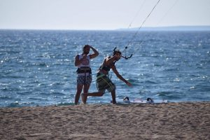kitesurf peloponnese - lessons (equipment demonstration and guide) in costa navarino - kitemonkey